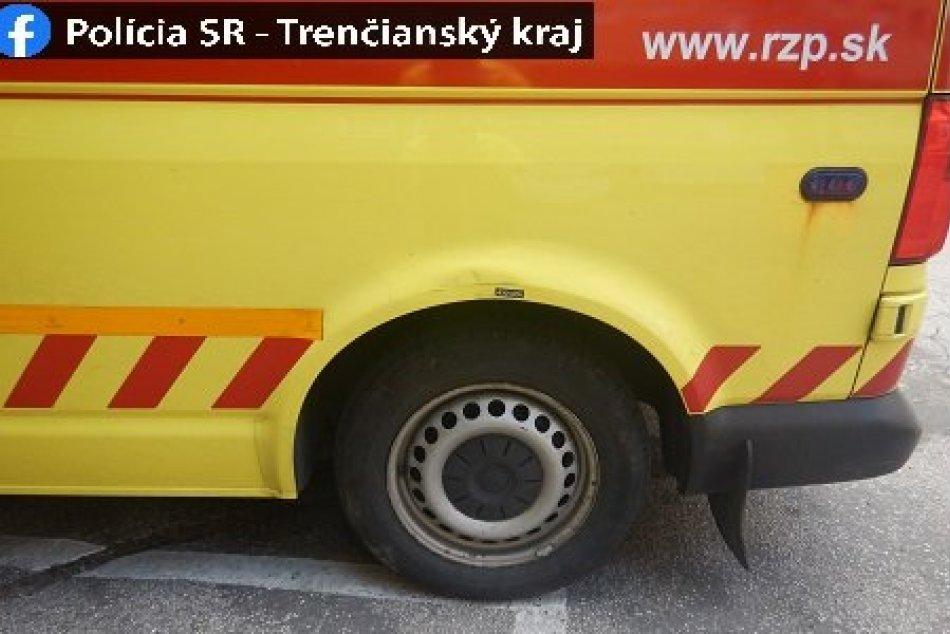 FOTO: Do sanitky na nemocničnom parkovisku v Považskej narazil opitý vodič