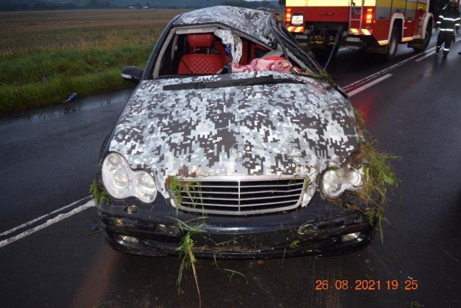 V OBRAZOCH: Pri dopravnej nehode na juhu kraja zahynula mladá žena