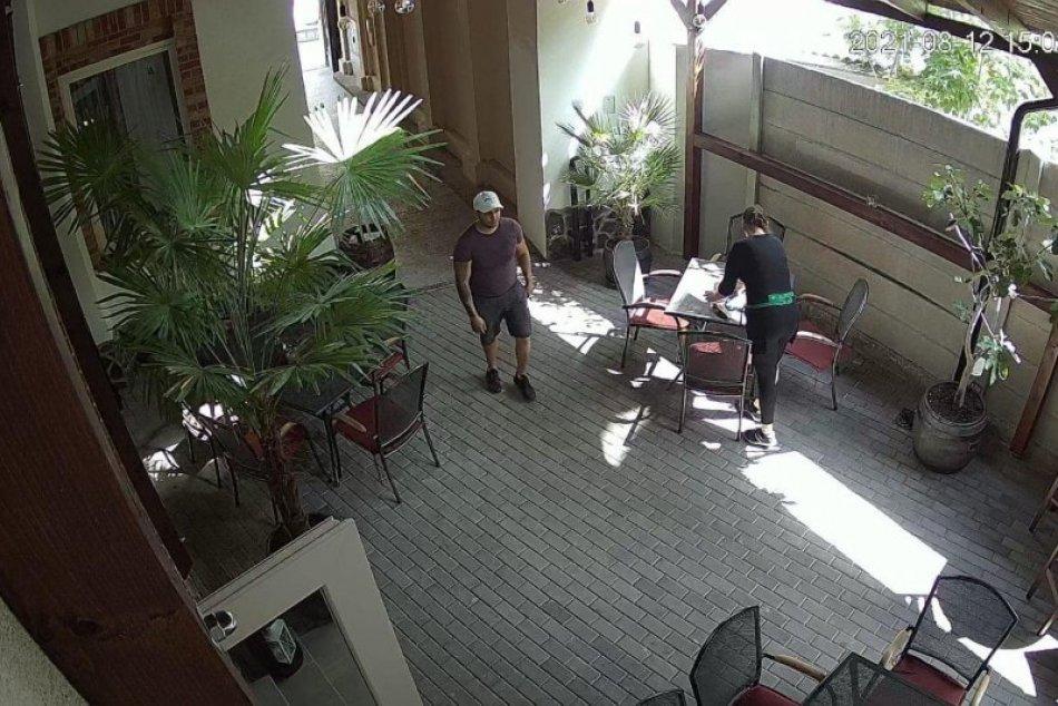 Nitrianska polícia hľadá muža zo záberov