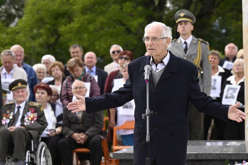 OBRAZOM: Oslavy 77. výročia SNP na Jankovom vŕšku pri Uhrovci