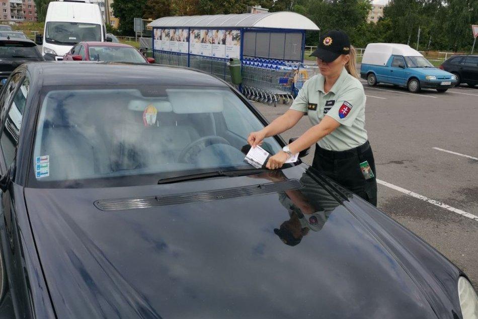 Obrazom z michalovského parkoviska: Polícia si posvietila na vaše autá
