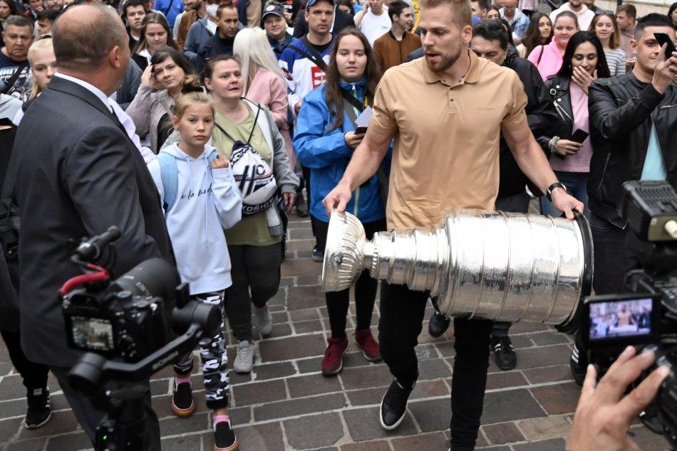 Objektívom: Vďaka Černákovi sa v Košiciach tešia z prítomnosti Stanleyho Cupu
