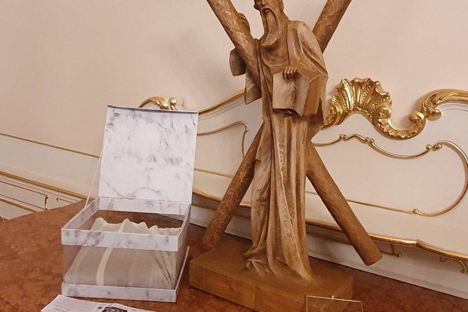 FOTO: Niektoré z darov pre pápeža Františka