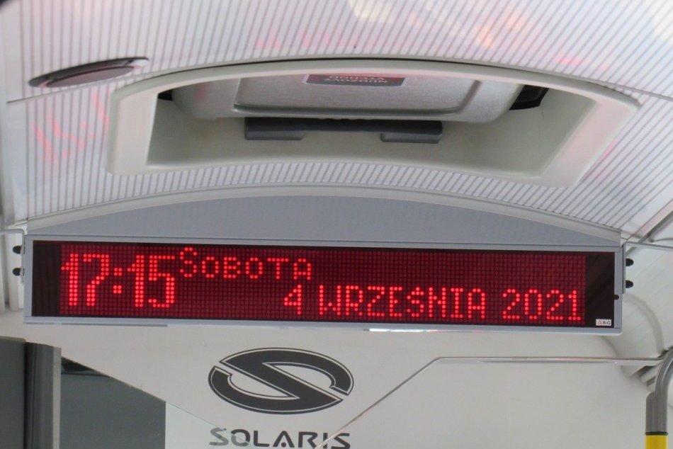 Objektívom: Infopanel v MHD zobrazuje nápis v poľštine