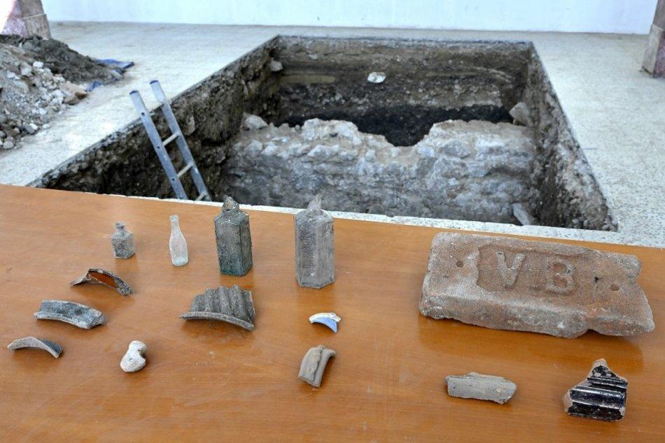 OBRAZOM: Archeologický výskum v trenčianskej synagóge priniesol unikátne nálezy