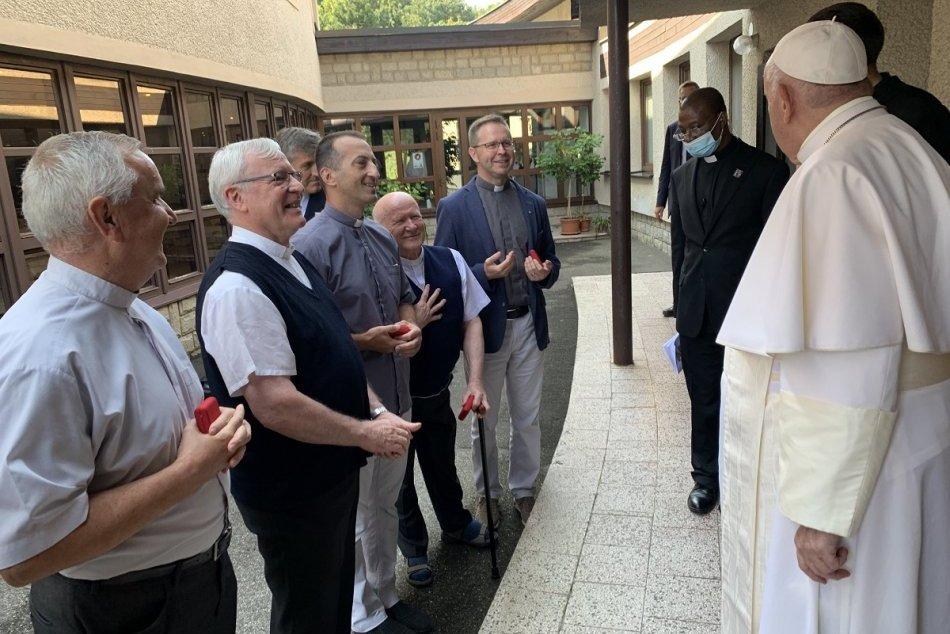 Objektívom: Po liturgii sa pápež zastavil aj v Exercičnom dome