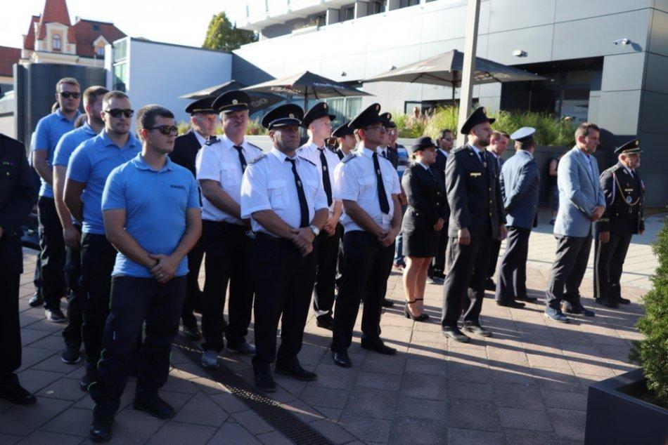FOTO: Ďalších 11 DHZ v Trenčianskom kraji dostalo nové defibrilátory