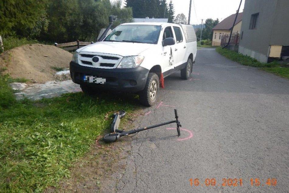 OBRAZOM: Pri zrážke s autom sa zranil 11-ročný chlapec na elektrickej kolobežke