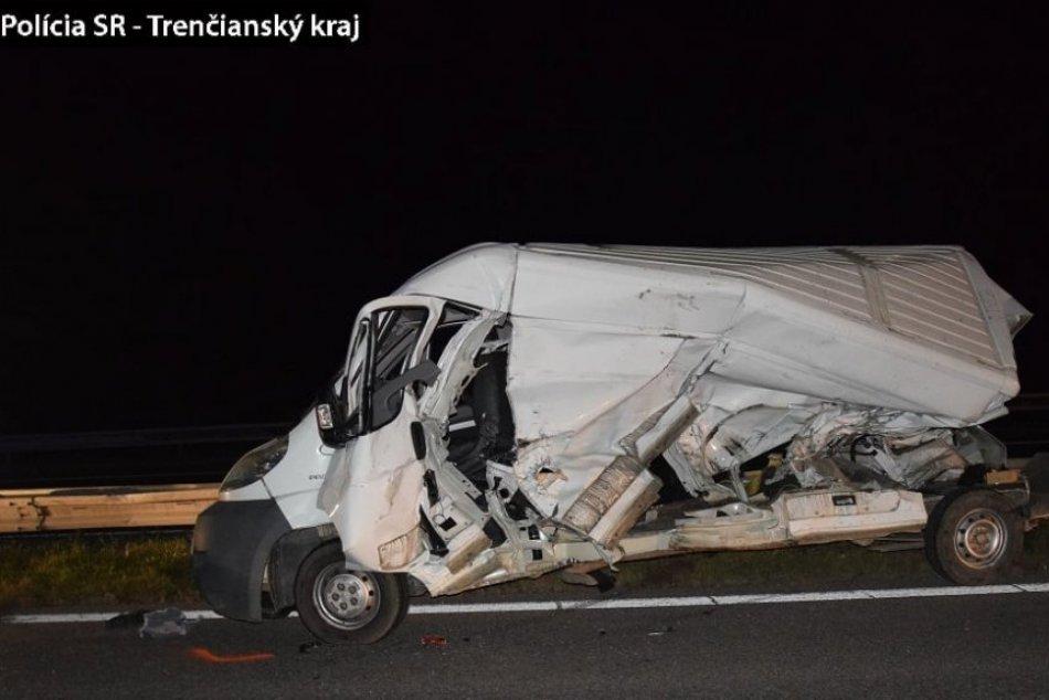 FOTO: Vážna nehoda uzavrela na dlhé hodiny diaľnicu v katastri obce Horná Streda