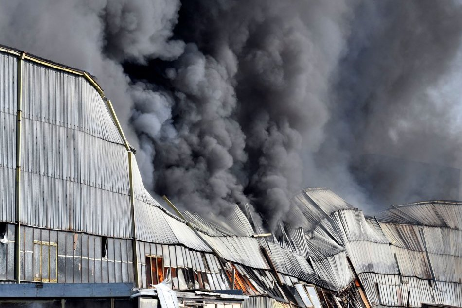 V Trebišove bolo v akcii množstvo hasičov.