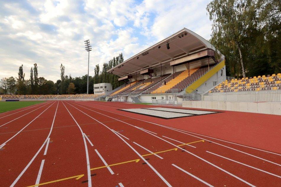 V OBRAZOCH: Otvorenie zrekonštruovaného atletického štadióna v Banskej Bystrici