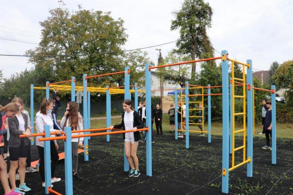 FOTO: V Beluši otvorili workoutové ihrisko a mali kampaň Do školy na bicykli