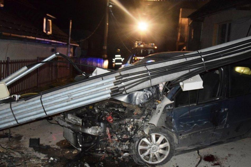 Kuriózna nehoda na východe: Opitá posádka auta tvrdí, že nikto z nich nešoférova