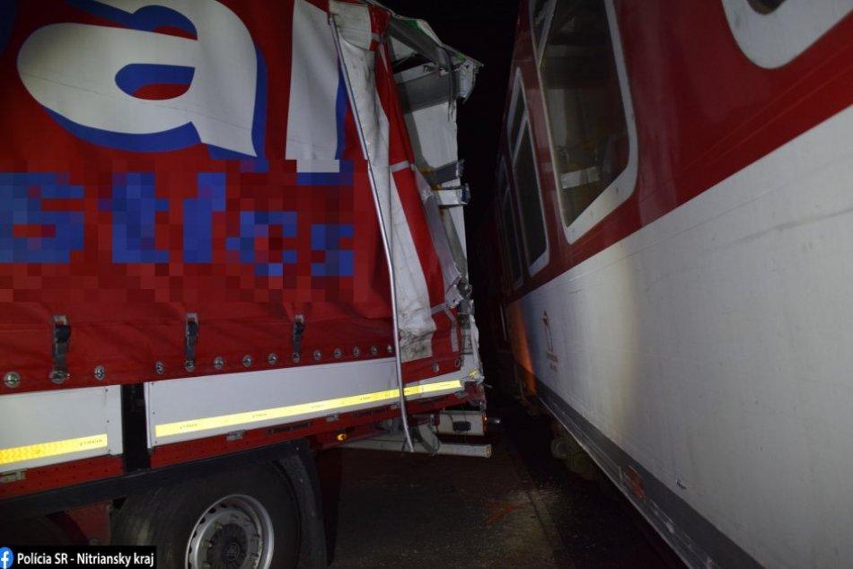 Zrážka vlaku s nákladným autom