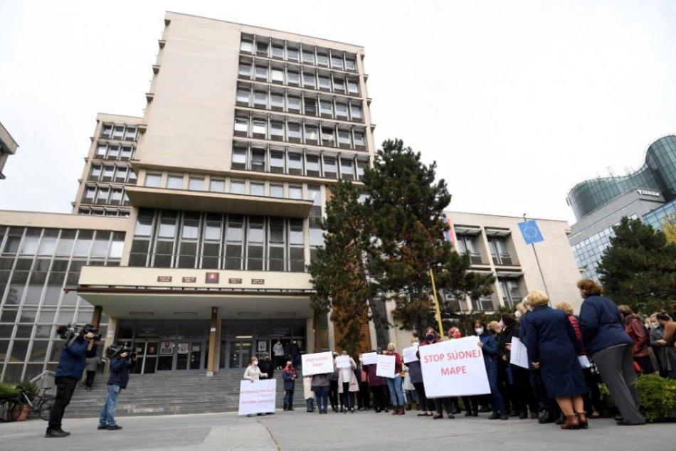 Protest pred Krajským súdom v Košiciach